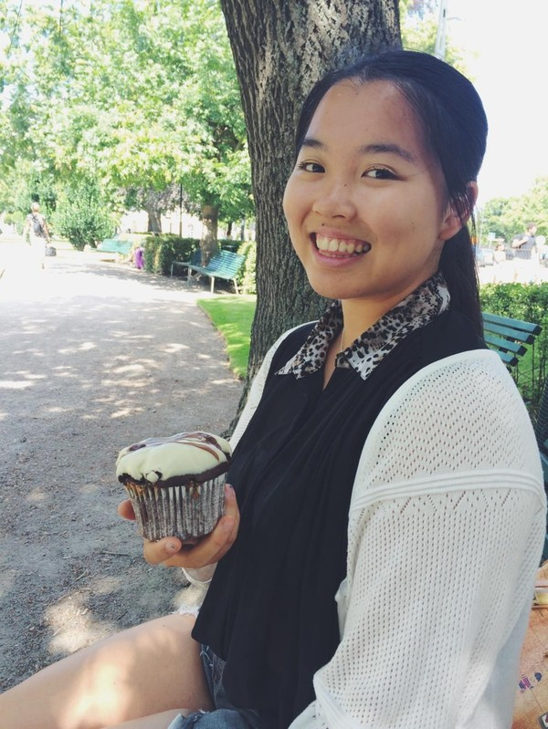 Linnea med cupcake