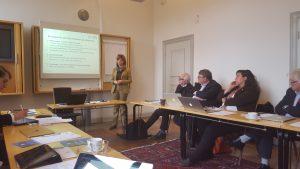 KI dekan för utbildning, Annika Östman Wernerson håller en dragning i KI/SLL ledningsgrupp